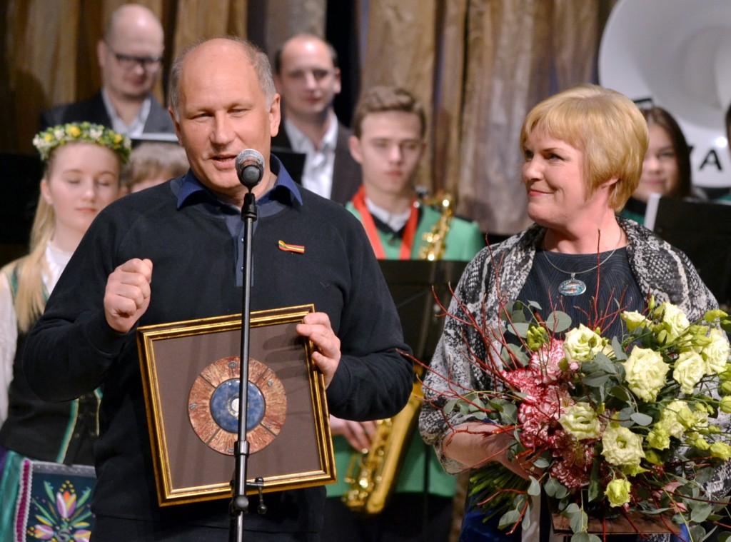 """""""Sidabrinės nendrės"""" premijos laureatai kintiškiai Rita ir Romas Tarvydai."""