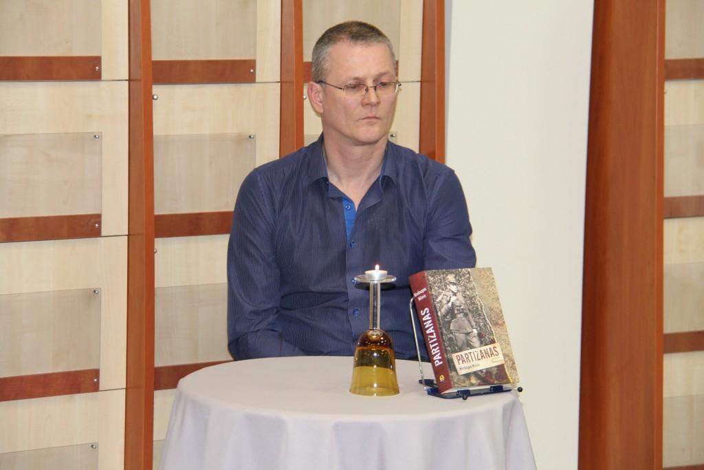 Anot knygos autoriaus Mindaugo Milinio, nors minimi romane įvykiai yra išgalvoti, tačiau galima sakyti, kad 80 proc. – autentiški.
