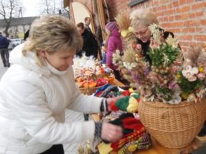 Spalvingų verbų į Kaziuko mugę atvežė moterys iš Stoniškių.
