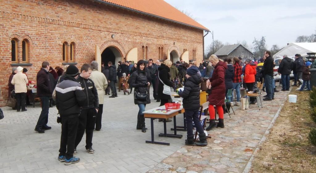 Į Kaziuko mugę Vilkyškių miestelio centre suėjo ir suvažiavo gausybė Pagėgių, Šilutės, Jurbarko ir kitų kraštų gyventojų.