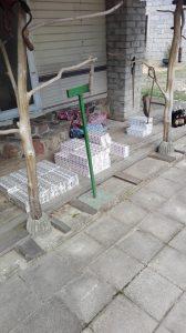 Traksėdžiuose pareigūnai rado ir išėmė 1220 cigarečių pakelių su Baltarusijos Respublikos banderolėmis.