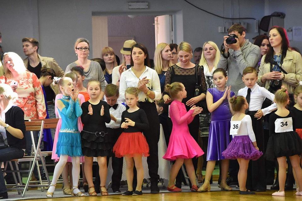 Mažąsias šokėjas į varžybas atlydėjo mamos.