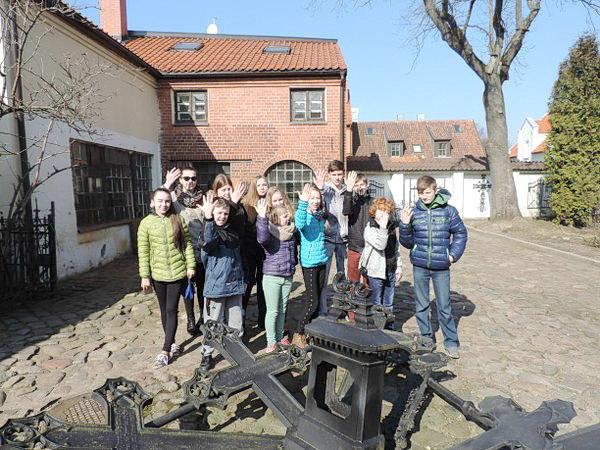 Viktorinos laimėtojai Stoniškių pagrindinės mokyklos moksleiviai išvykoje patyrė daug malonių akimirkų, pagilino istorines žinias apie savo kraštą.