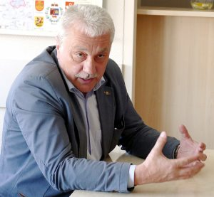 """UAB """"Šilutės vandenys"""" direktorius Alfredas Markvaldas teigė, kad įvykdyti pieno gamintojų pageidavimų neturįs nei juridinių, nei ekonominių galimybių."""