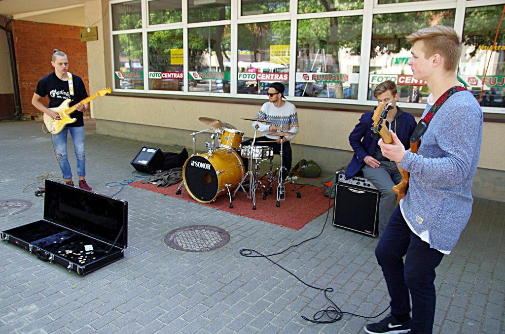 """Į grupę """"Random"""" susibūrė kelių Šilutės muzikinių kolektyvų atlikėjai."""