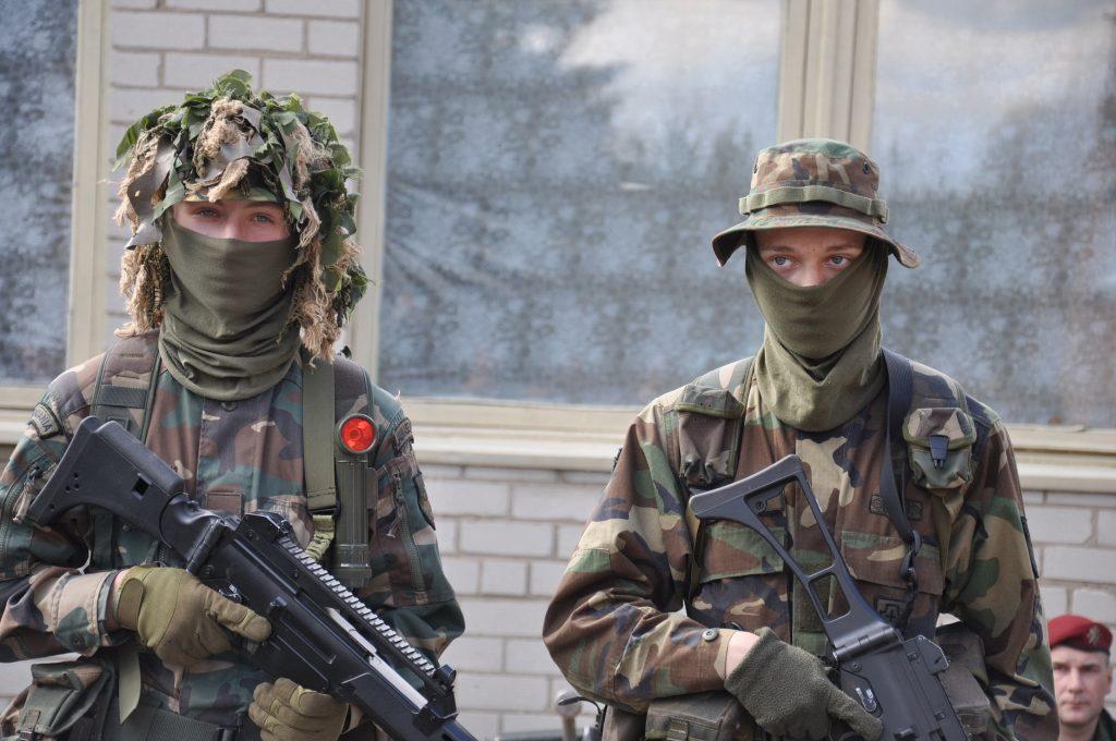Renginio dalyvius šauliai supažindino su savo veikla, ginkluote bei ekipiruote.