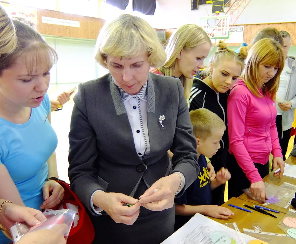 Visuomenės sveikatos biuro direktorė Virginija Vaivadaitė (centre).