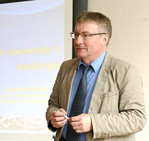 Apie invazines biologines rūšis, jų teikiamą naudą ir žalą kalbėjo Lietuvos mokslų akademijos tikrasis narys, Klaipėdos universiteto profesorius, habilituotas daktaras Sergejus Oleninas.