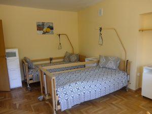 Vienas iš senjorų namuose esančių kambarių.