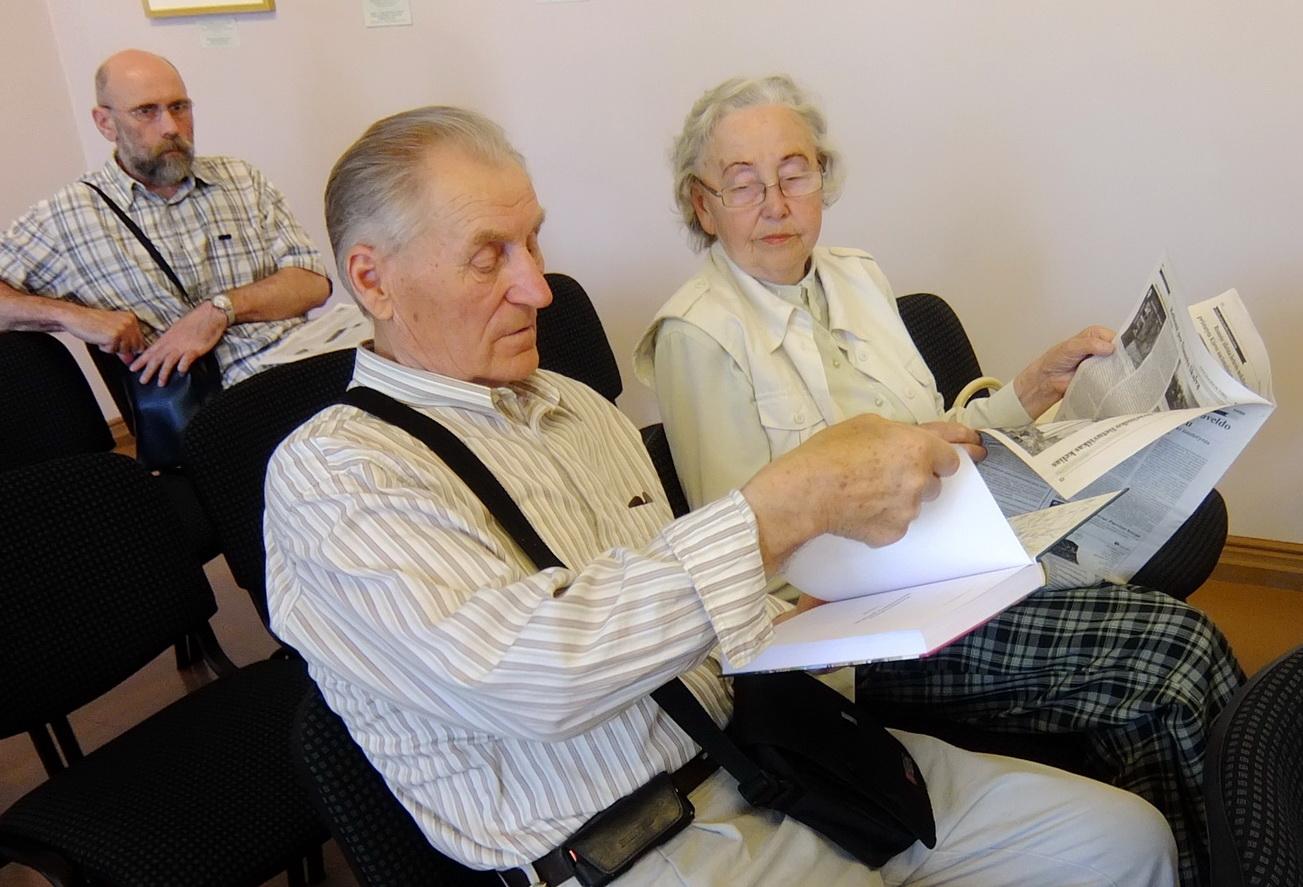 Iš Pagrynių į knygos pristatymą atvykęs Algirdas Mykolas Kubaitis, kaip ir kiti susitikimo dalyviai, išsinešė Martyno Purvino naująją knygą su autoriaus autografu.