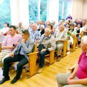 Į susirinkusiųjų klausimus atsakinėjo ir renovuojamus namus administruojančių įmonių atstovai.