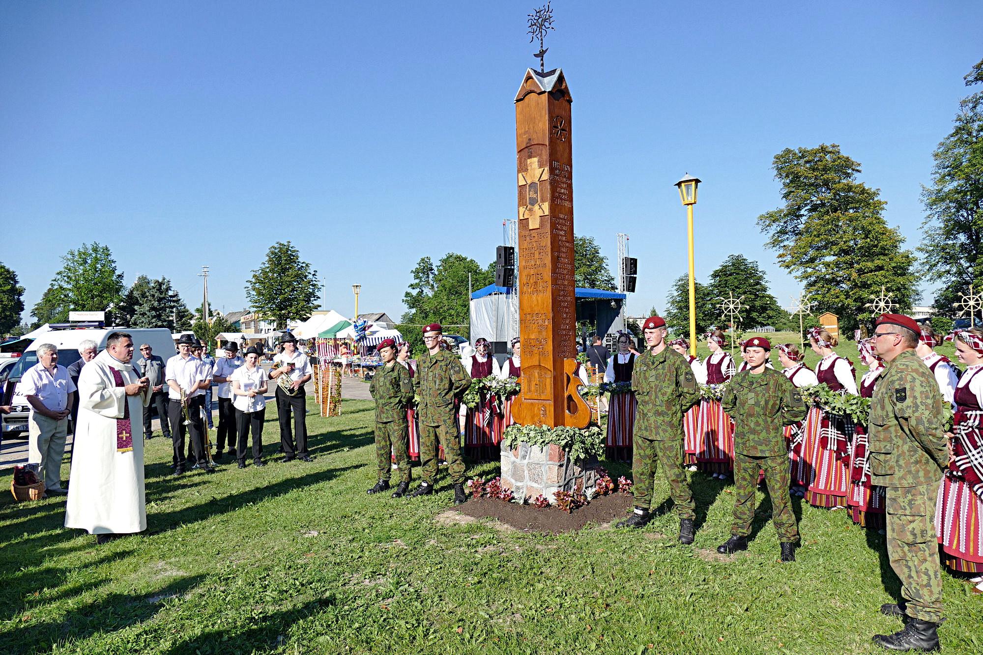 Minint artėjantį Lietuvos Nepriklausomybės šimtmetį, atidengtas paminklas Vainuto valsčiaus 1919-1920 metų Nepriklausomybės kovų savanoriams atminti. Jį pašventino Vainuto klebonas Dainoras Židackas.