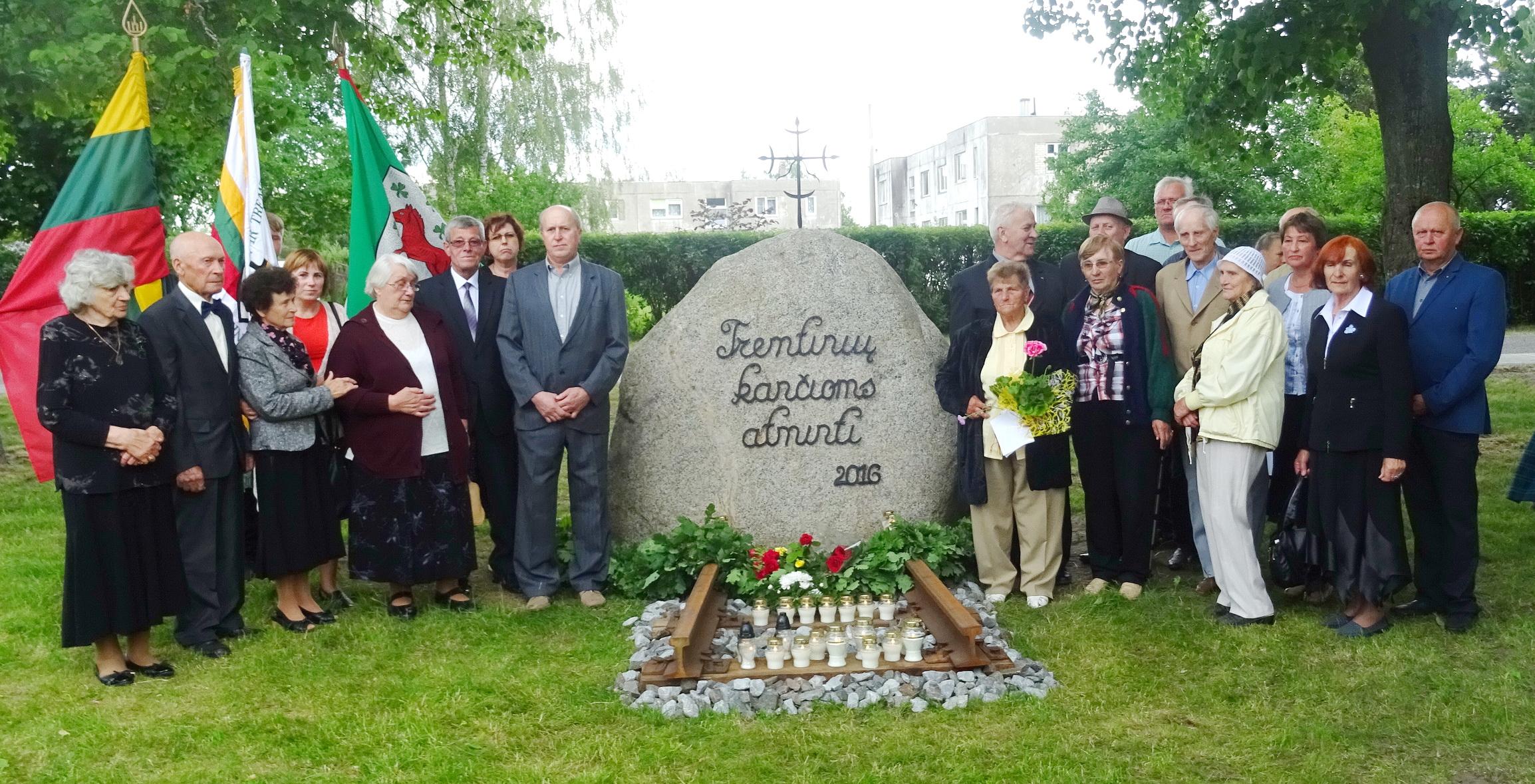 Tremties kančių neužmiršusiems žmonėms šis paminklinis akmuo Stoniškių parke – svarbus simbolinis ženklas.