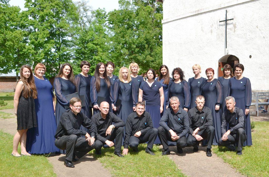 """Svečio teisėmis giesmių šventėje dalyvavo šilutiškių choras """"Vox Libri"""", vadovė Rasa Golubovskienė."""