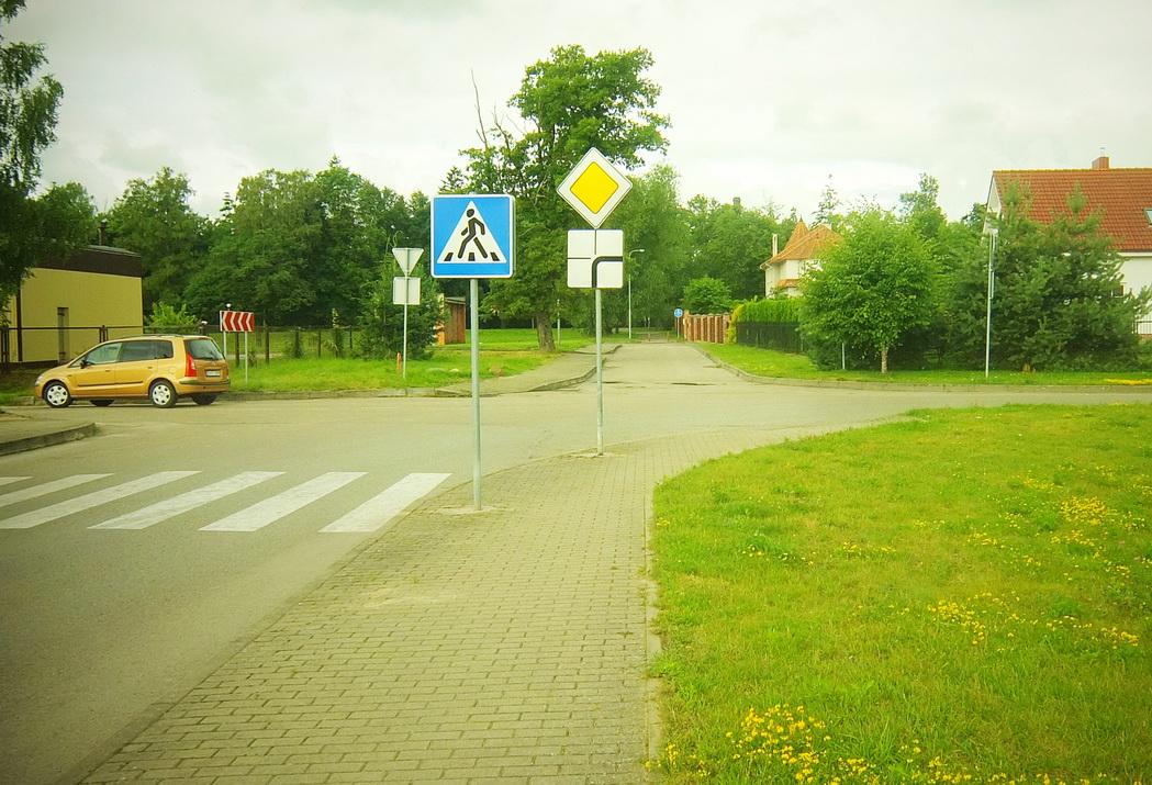 Birutės gatvė baigiasi akligatviu, nors čia eismas galėtų tęstis Parko gatve.