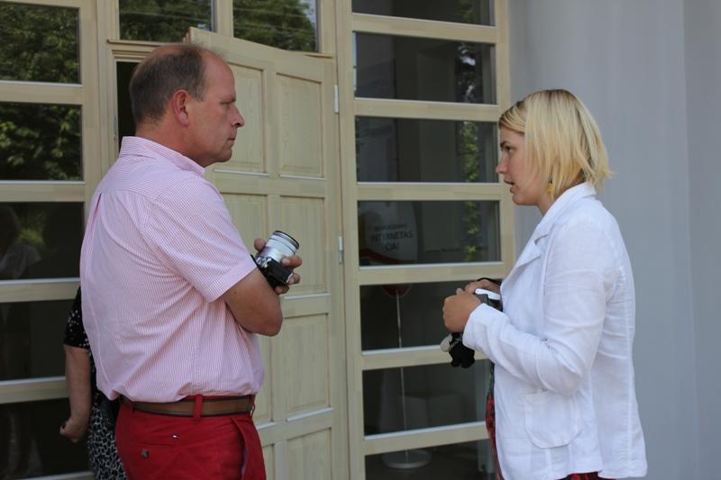 E. Schacht sūnus Christian ir Pagėgių krašto turizmo informacijos centro direktorė Ilona Meirė.