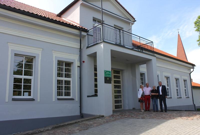 Svečiai iš Vokietijos džiaugiasi, jog Pagėgių savivaldybė rūpinasi Vilkyškių dvaru.