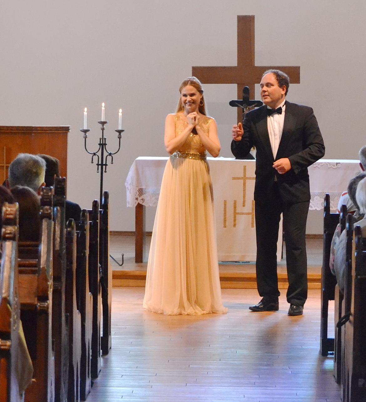Pasak garsaus dirigento Vytauto Lukočiaus, soprano Onos Kolobovaitės vardadienį švenčia visa Lietuva..