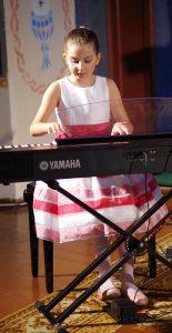 Nepaisant jauno amžiaus, Meda Siliūtė (mok. Liudmila Sandra Tunaitienė) šiame festivalyje groja jau ne pirmą kartą.