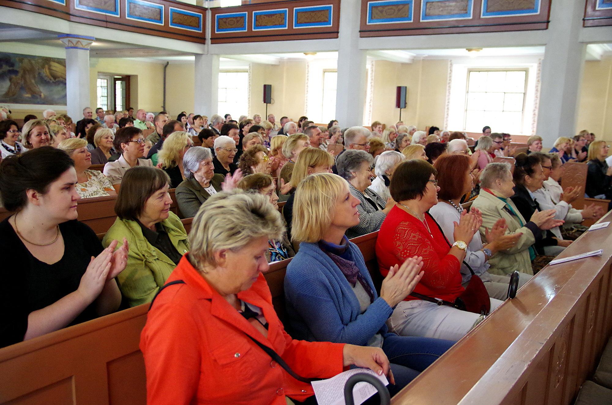 Šilutės evangelikų liuteronų bažnyčią užpildė atėjusieji pasiklausyti rimtosios muzikos.