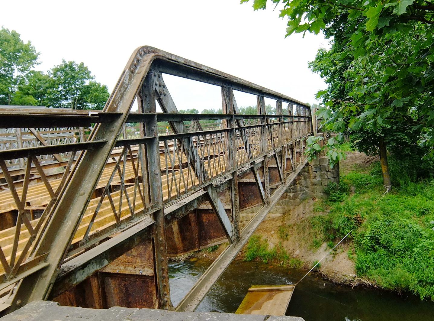 Taip atrodė tiltas, kol jo metalinės konstrukcijos, parudavusios nuo rūdžių, dar buvo nenuardytos ir neišvežtos saugoti.