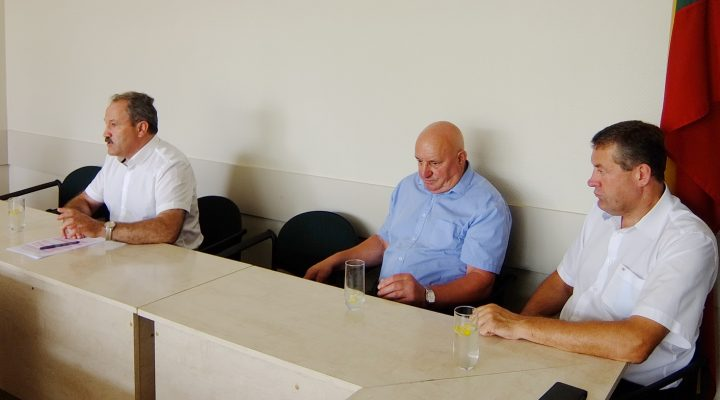 Su žiniasklaidos 4 atstovais bendravo trys Savivaldybės vadovai: meras Vytautas Laurinaitis, administracijos direktorius Sigitas Šeputis, direktorius pavaduotojas Virgilijus Pozingis.