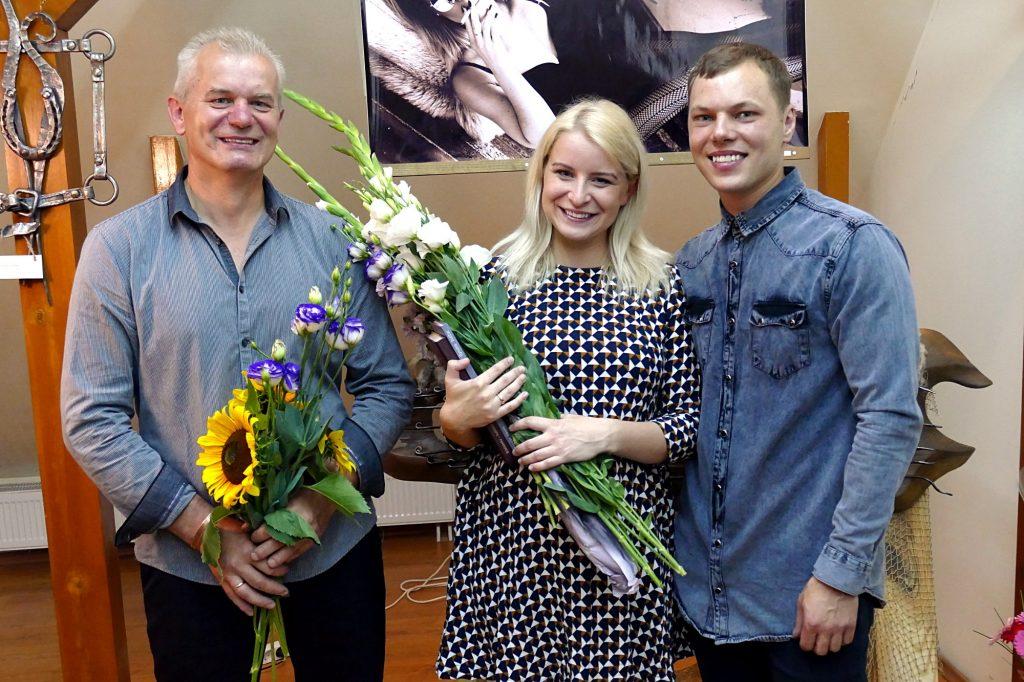 Iš kairės. Pirmosios, personalinės ir šeimyninės parodos autoriai Romas Šalčius, Inga Šalčiūtė- Kuzminskienė ir Mantas Kuzminskis.