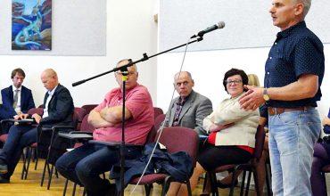 Tikėtina, kad nemažai įtakos balsavimo rezultatui turėjo Šilutės autobusų parko direktoriaus Artūro Stonkaus pasisakymas.