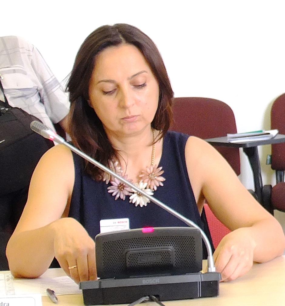 Tarybos narė Sandra Tamašauskienė Šilutės H. Šojaus muziejaus direktorės R. Šikšnienės išvarymą iš darbo dėl kvalifikacijos stokos pavadino nežmonišku elgesiu.