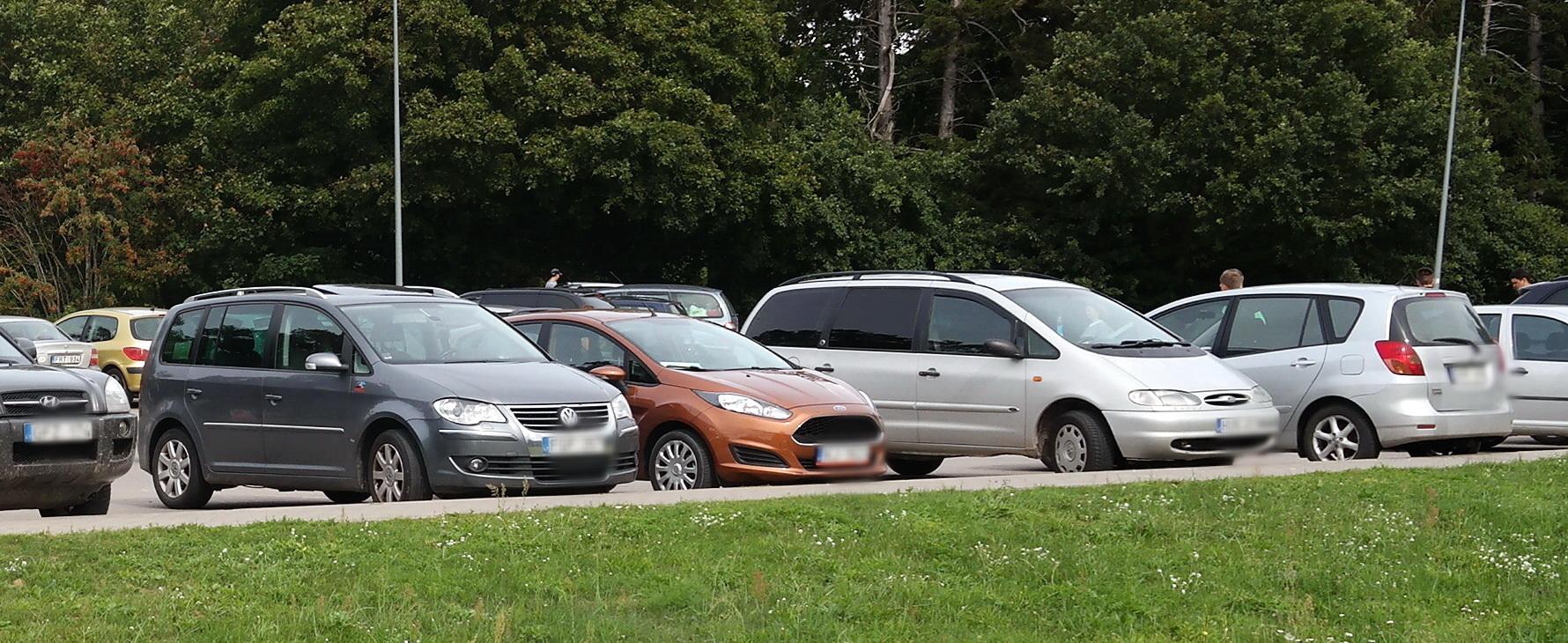 Apsilanko 69 automobiliai – ir atsiperka kuklus 61,69 Eur mėnesinis aikštelės nuomos mokestis.