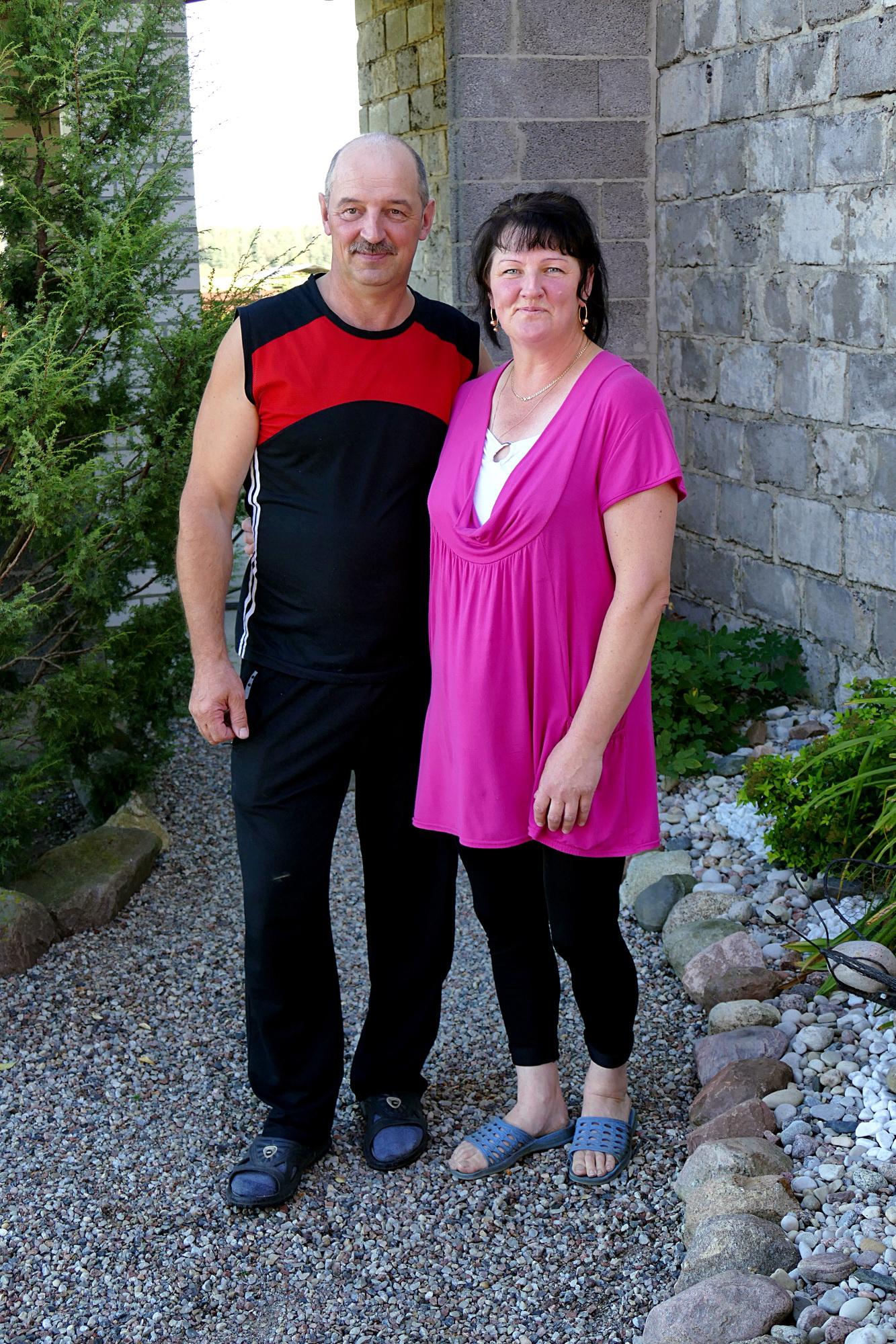 Aloyzas ir Rima Raukčiai 20 metų į savo ūkį Grabupiuose važinėjo iš Šilutės.