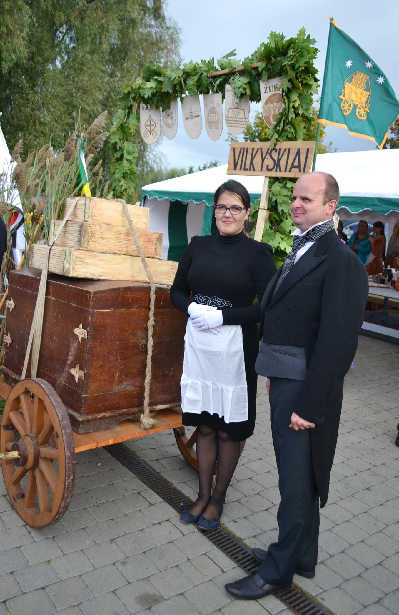 Vilkyškių seniūnija įsikūrusi buvusiame dvare, tad seniūnas Darius Jurkšaitis apsirengė kaip pridera dvariškiui.