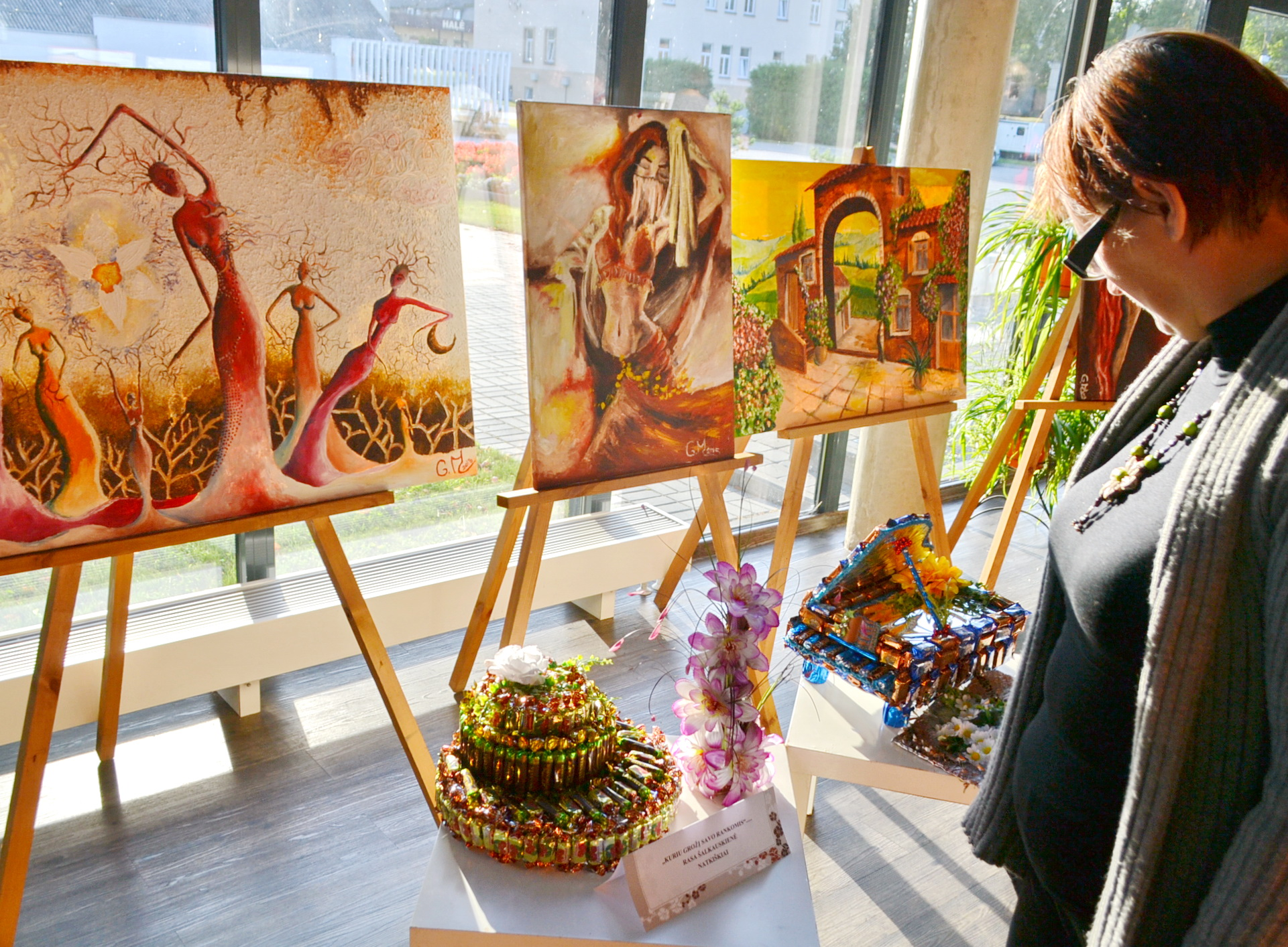 Šventės išvakarėse vykusioje bendruomenių vakaronėje bendruomenių atstovai demonstravo savo talentus.