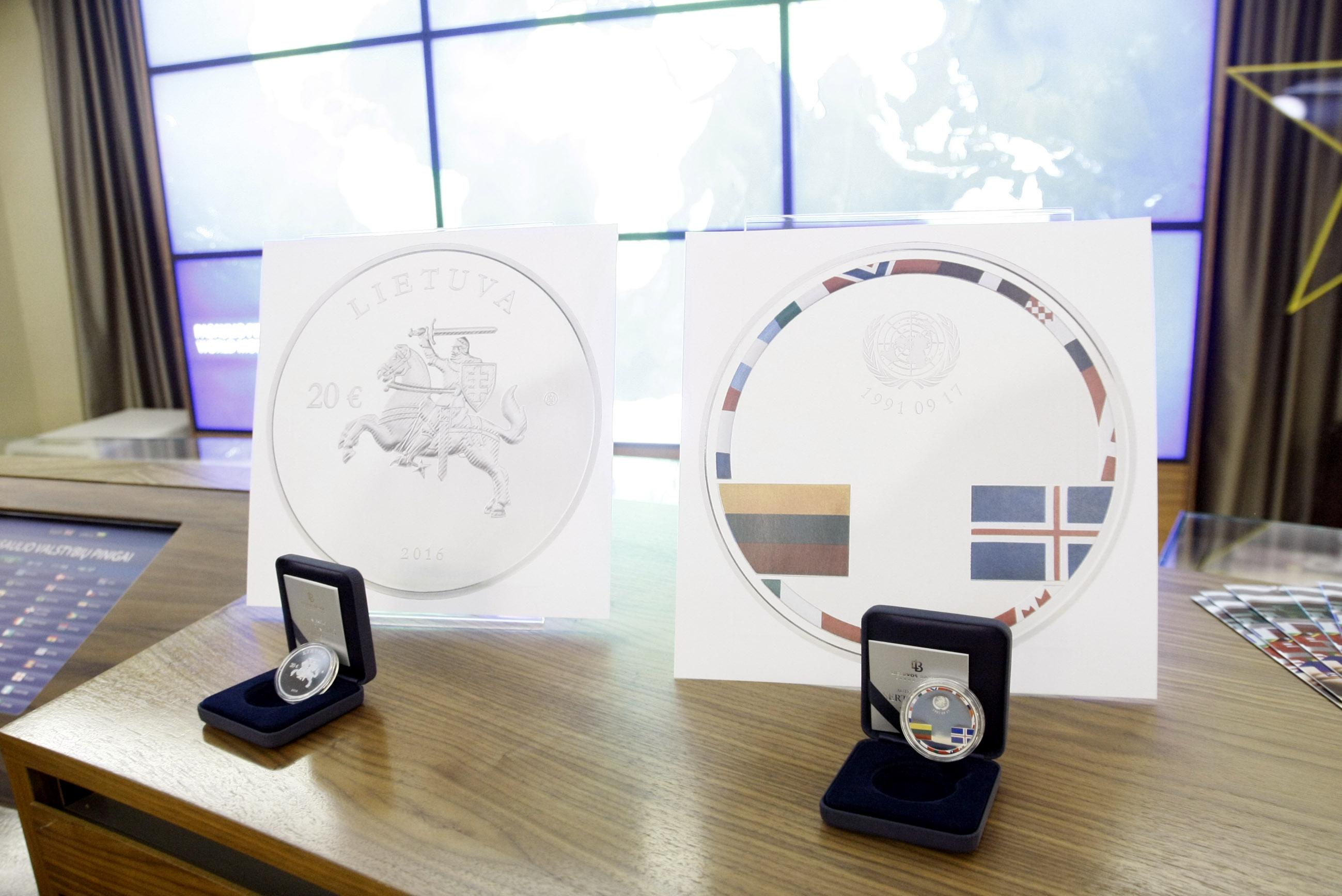 Išleidžiama Lietuvos valstybės diplomatinio pripažinimo 25-mečiui skirta moneta. Gedimino Savickio (ELTA) nuotr.