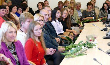 Šilutės r. savivaldybės didžiojoje posėdžių salėje paminėti profesinės šventės susirinko socialiniai darbuotojai.