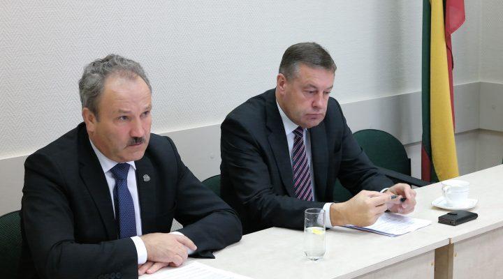 Šilutės r. savivaldybės meras Vytautas Laurinaitis ir administracijos direktoriaus pavaduotojas Virgilijus Pozingis.