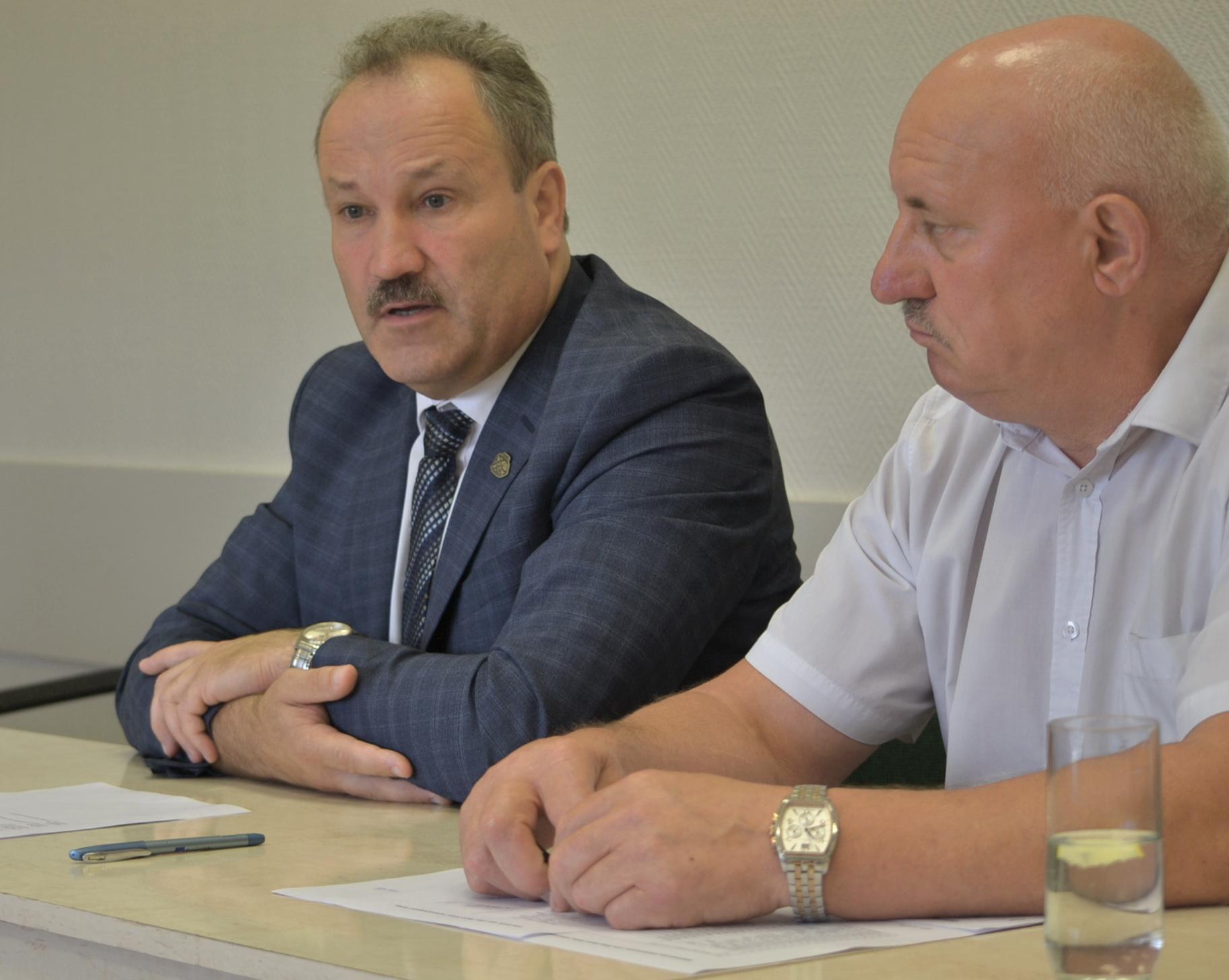 Apie nuveiktus darbus ir planus (beje, oficialiai) papasakojo meras Vytautas Laurinaitis ir Savivaldybės administracijos direktorius Sigitas Šeputis. Petro Skutulo nuotr.