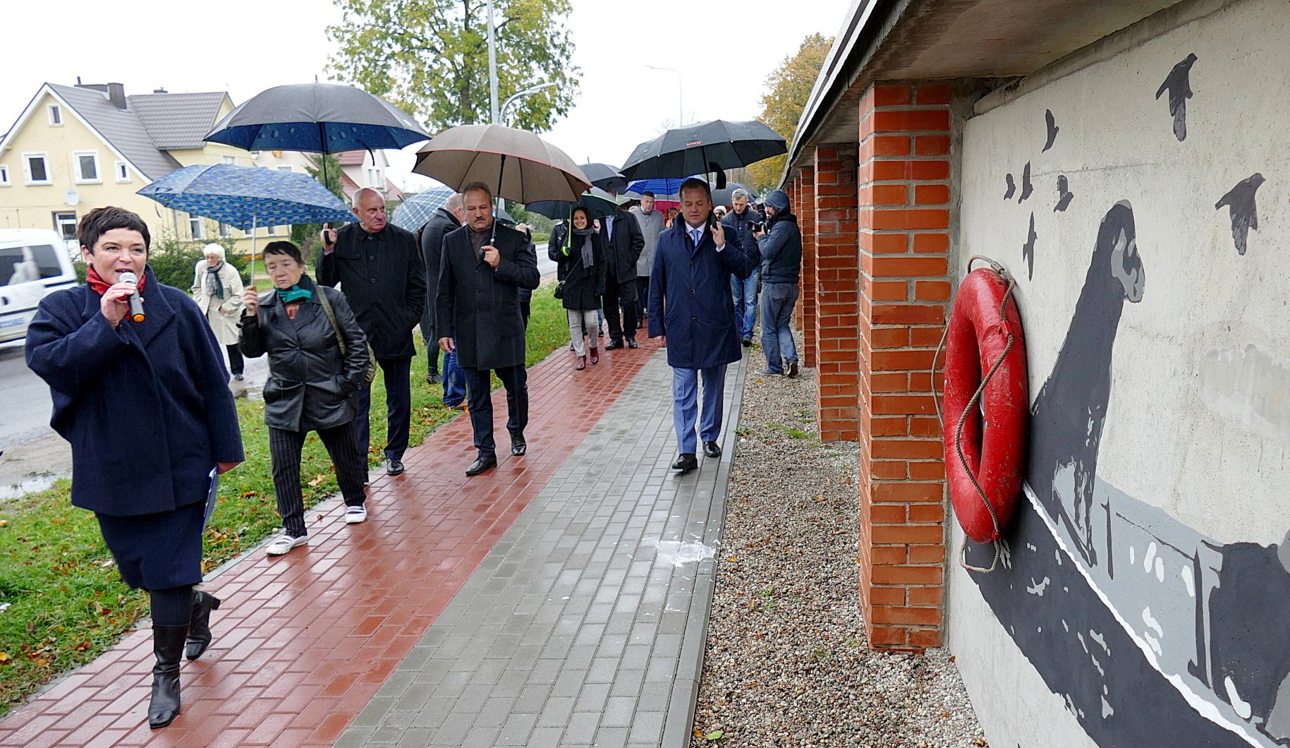 Šilutės meno mokyklos dailės mokytoja Živilė Skirkevičienė surengė ekskursiją, kurios metu renginio dalyviai galėjo apžiūrėti ištapytą sieną.