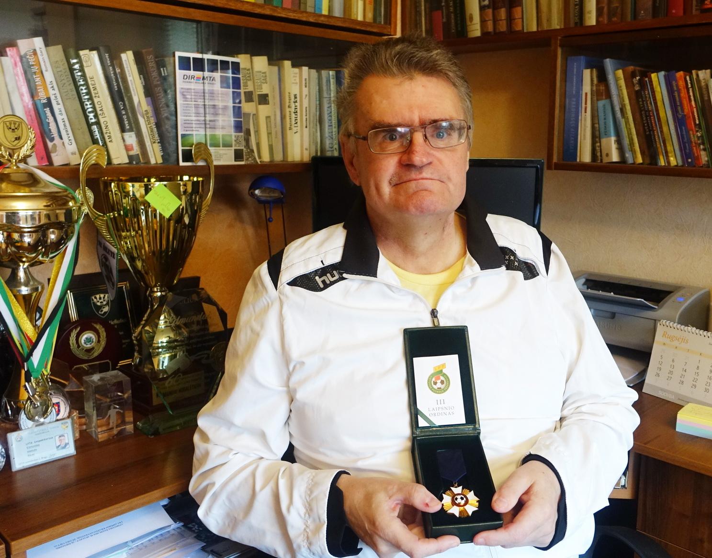 Edmundas Mieliulis už nuopelnus šalies futbolui apdovanotas LFF III laipsnio ordinu, jis – devintasis šio ordino kavalierius Lietuvoje.