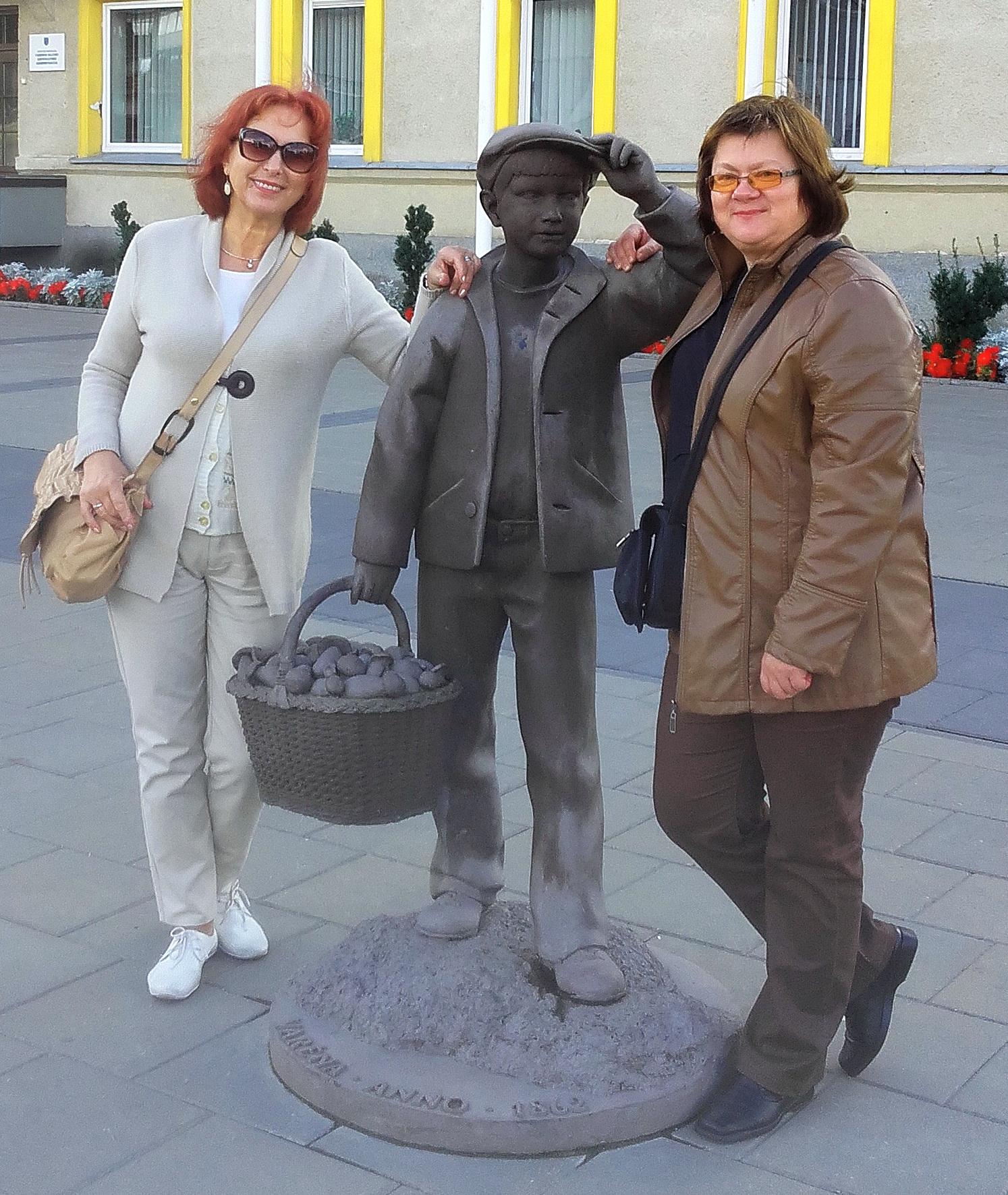 Violeta Astrauskienė (dešinėje) surado didžiasią čempionato baravyką, o Dana Junutienė – neatpažintą grybą, kuris panašus į garsųjį triufelį.