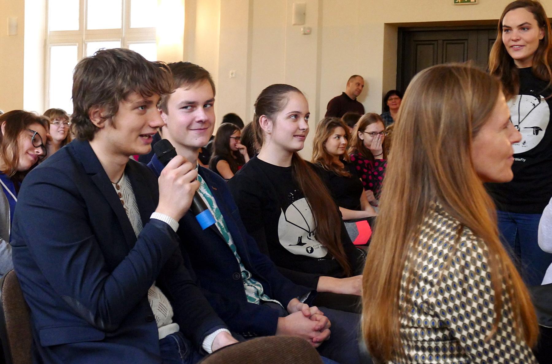 Vydūno gimnazijos gimnazistai su Latvijoje buvusia Sacha Dench bendravo internetu.