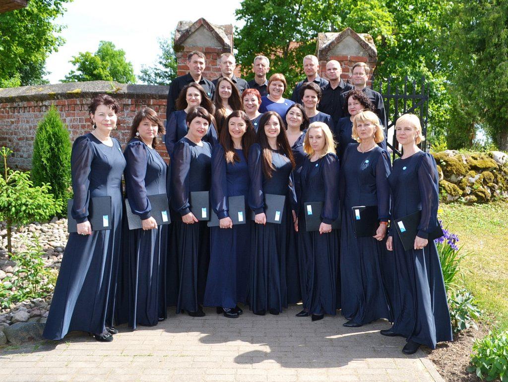 """Choras """"Vox Libri"""" šią vasarą dalyvavo Katyčiuose vykusioje evangeliškų giesmių šventėje. Petro Skutulo nuotr."""