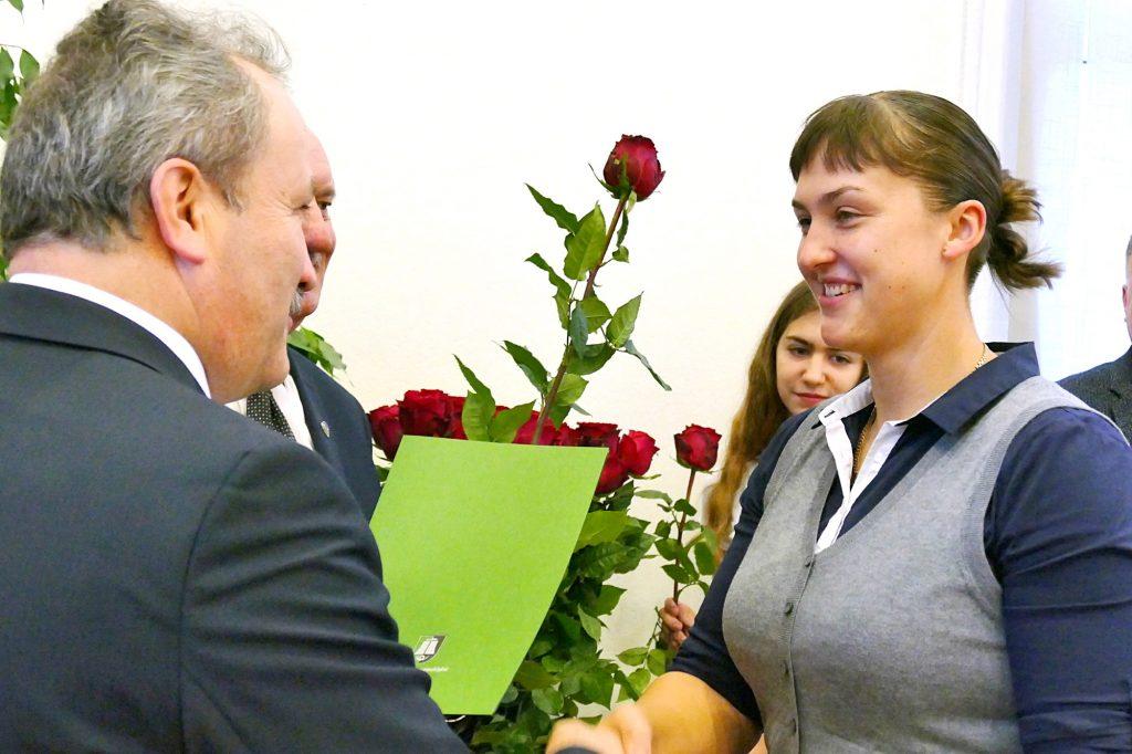 Rankų lenkimo sporto pasaulio čempione šiemet vėl tapusi Eglė Vaitkutė merui sakė, kad ir jau  sunkiai besuskaičiuoja savo sportinius apdovanojimus ir titulus.