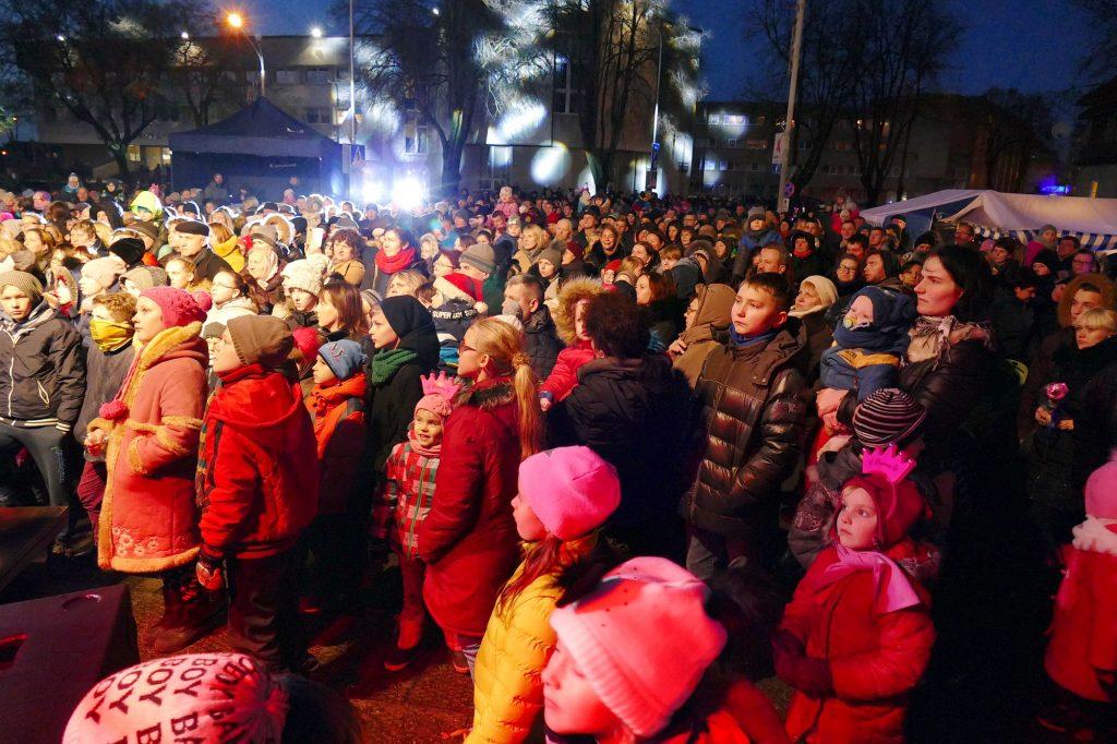 Daugiausia miestiečių susirinko į eglutės įžiebimo šventę.