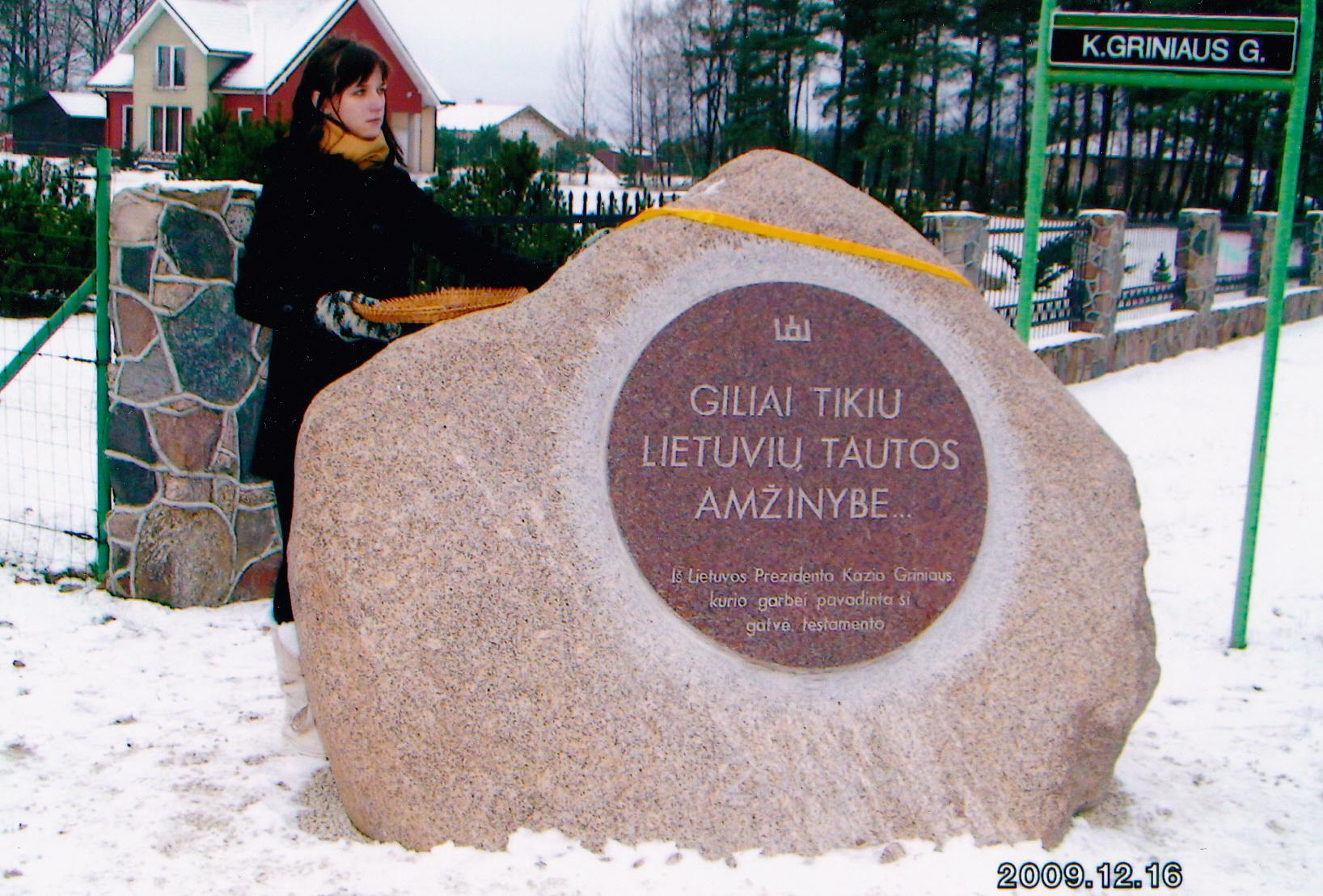 2009 m. gruodžio 18 d. Pagryniuose, K. Griniaus gatvės pradžioje, Prezidento K. Griniaus garbei buvo atidengta paminklinis akmuo.