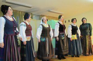 """Rusnės folkloro kolektyvas  """"Sklada"""" (vad. Dalia Kubilienė)."""