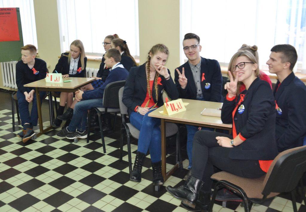 Vilkyškių Johaneso Bobrovskio gimnazijos II klasės gimnazistai į protmūšį atsinešė geros nuotaikos porciją.