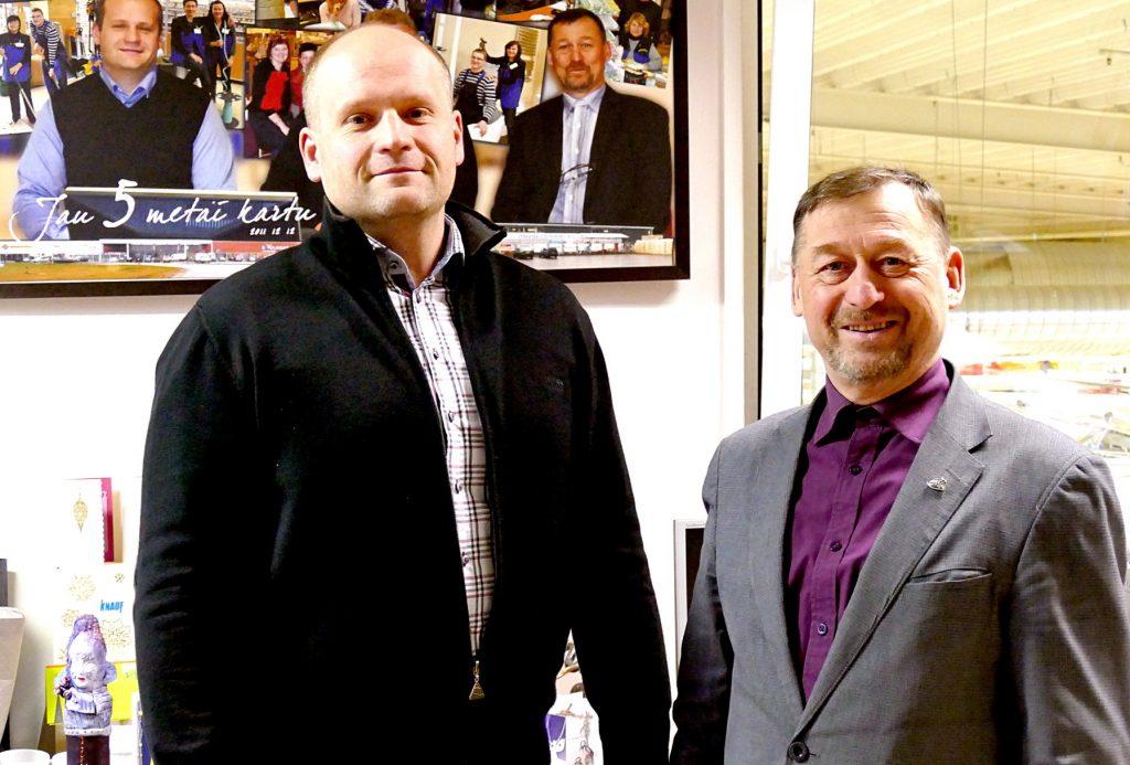 """UAB """"Statyk pats"""" nuo pirmų dienų vadovauja įmonės direktorius Dževaldas Žemaitaitis (kairėje) ir direktorius komercijai Vladas Kainovaitis."""