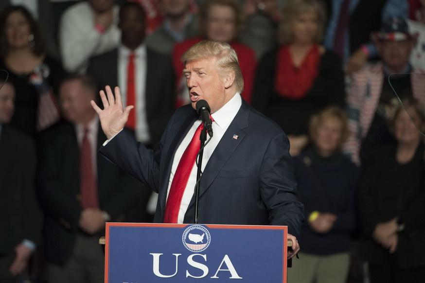 UUP Trampas JAV Sirija Zonos D. Trampas žada sudaryti Sirijoje saugumo zonas už Persijos įlankos šalių pinigus. EPA-ELTA nuotr. Niujorkas, gruodžio 16 d. (EPA-ELTA). Išrinktasis JAV prezidentas Donaldas Trampas (Donald Trump) ragina sudaryti Sirijoje vadinamąsias humanitarines saugumo zonas, o atėjęs į Baltuosius rūmus jis ketina pareikalauti iš Persijos įlankos šalių pinigų tokioms zonoms sukurti. SGi