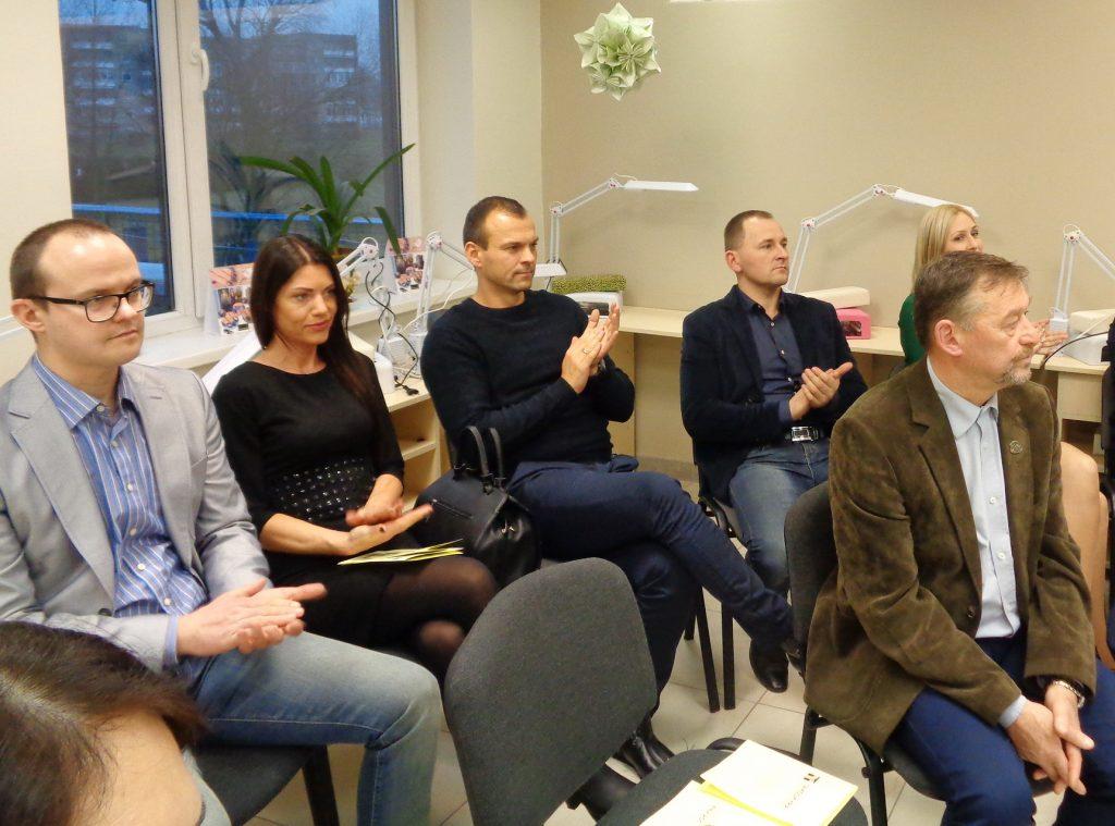 Iš kairės: verslininkai Stasys Oželis, Agnė ir Stasys Liaugaudai, Vladas Kainovaitis jau tapo suaugusiųjų mokymo centro partneriais.
